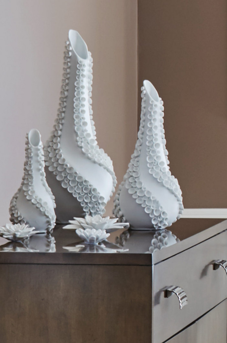 side-table-white-vase-art-accessories