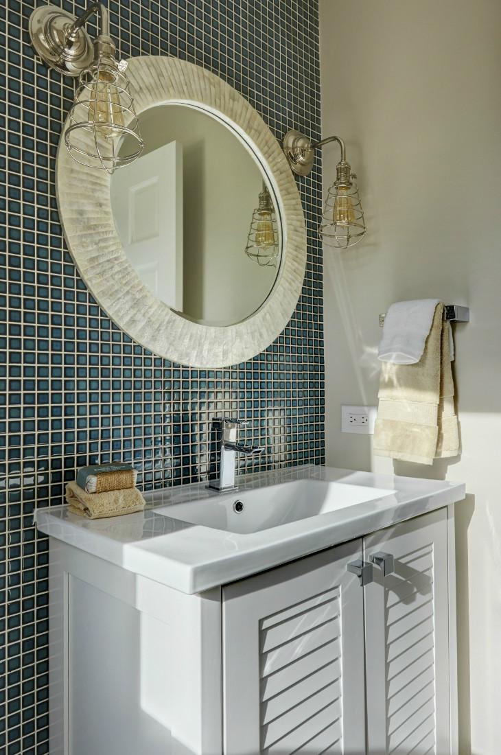 barrington-il-pool-bath-design-round-mirror