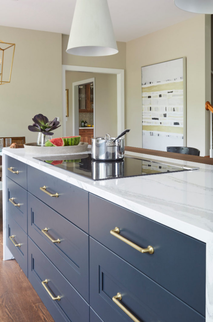 navy-blue-drawers-with-gold-accents-marble-counter-top-kitchen-island